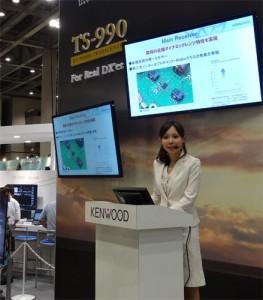 JVCケンウッドのブースではTS-990に関するプレゼンテーションも行われた