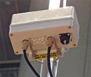 アンテナ直下に設置された、CMX-W30のVSWR検出部