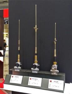 144/430MHz帯のモービルホイップ3本をゴールドに着色し参考出品。投票の結果で人気最上位の1モデルを限定販売する予定