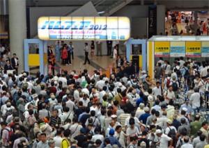 昨年開催された「ハムフェア2012」の開場前風景。初日朝にはこのように入場待ちの行列ができる