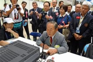 稲毛会長による記念局8J1Aの開局第一声
