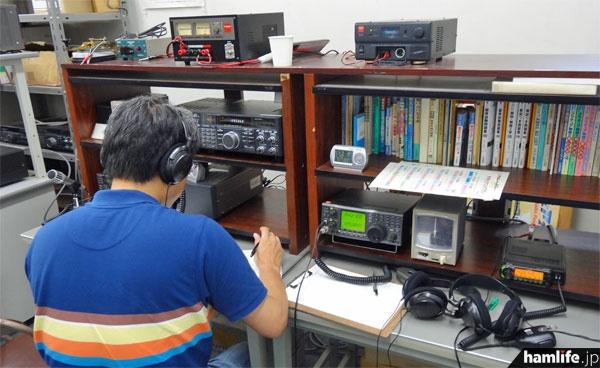 V・UHFの運用卓。TS-790やIC-911などを使用