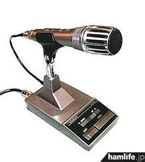 JVCケンウッドのアマチュア無線機用スタンドマイク、MC-60。左端に伸びているケーブルを無線機と接続する
