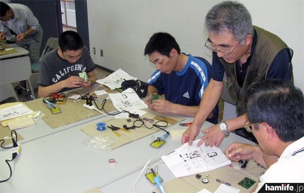 トランジスタラジオの製作教室も開催された=9月8日11時16分、宮城県大崎市