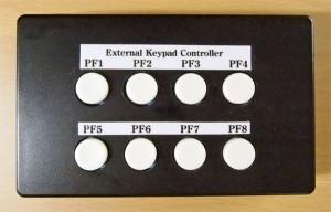 EKC-990の上部。PF1~PF8のボタンが並ぶ