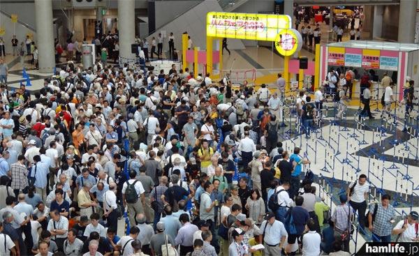 ハムフェア2013の開場前スナップ。2020年も同じ場所でこの光景が見られるのだろうか?