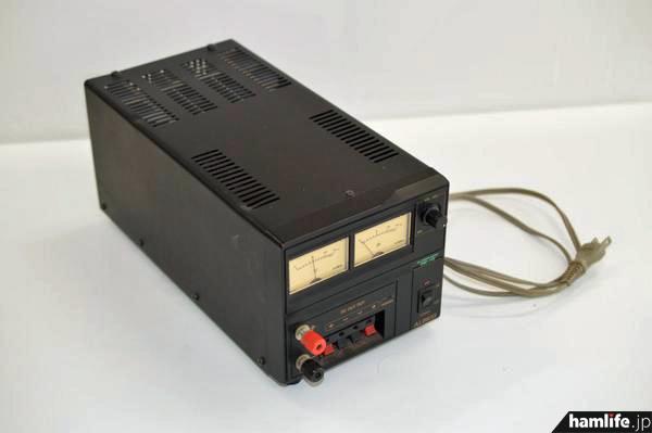 別の売却物件として登場したアルインコの安定化電源、DM-112。見積価額は100円だ(Yahoo!官公庁オークションより)