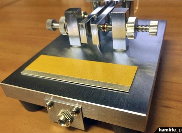 CW-ONE(プロトタイプ)の後面。製品版は「CQ OHM」のプレートが装着される予定
