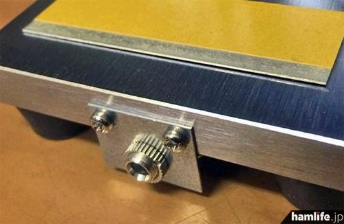 無線機との接続は、付属の両端3.5φプラグつきケーブルをこのジャックに挿すだけ