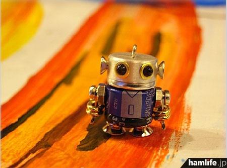 ボディーに電解コンデンサを使用したロボット(NANONANO公式Webサイトより)