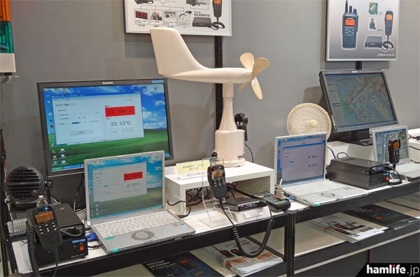 業務無線機と外部機器を使用したソリューションの展示