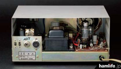 FB-6Jの内部。基板部分は完成品でユーザーが配線を行って完成させる