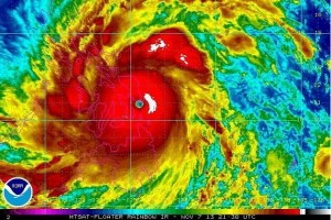 フィリピンを直撃した台風30号(NOAA画像より)