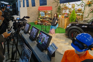 中継車から4K、8Kのカメラ、モニター、放送周辺機器が所狭しと展示されている