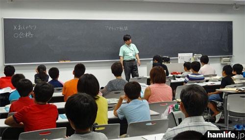 JARDが2013年8月に開講した中学生以下対象の養成課程講習会の風景(講習会終了後の「ビギナーズセミナー」で撮影)