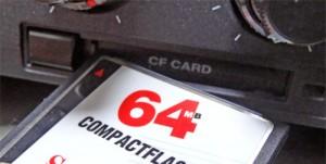 IC-7800でフォーマットしたコンパクトフラッシュ(CF)を使って、新ファームを導入していく方法が一般的