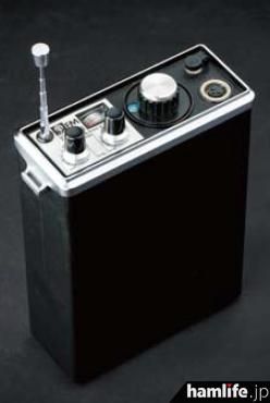 単3乾電池×10本も内蔵するが、当時としてはコンパクトな外観なのだ