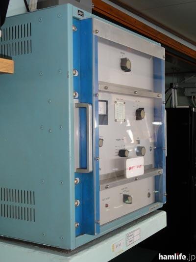 操舵室にあった、JRCの中波帯の予備用送信機、NSC-17