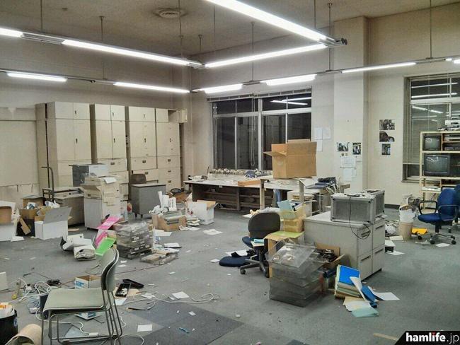 「廃墟。。。ではありません。日本自転車会館1号館6F、通称大部屋の今。」