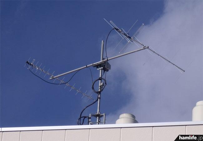 帝京大学宇都宮キャンパスの屋上に設置された、ISSとの交信用アンテナ。144/430MHz帯のクロス八木で仰角コントロールも可能のようだ