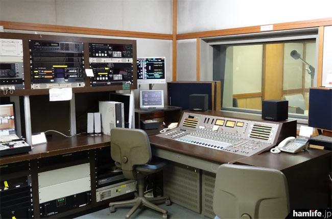 副調整室の一例。デジタル収録に対応している