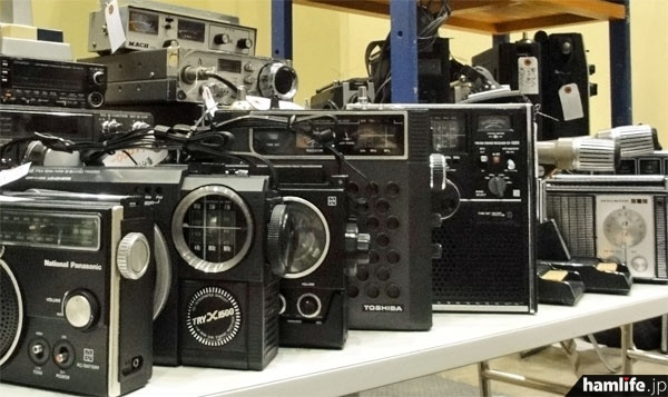 BCLラジオのジャンク品が登場することもある(写真はイメージ)