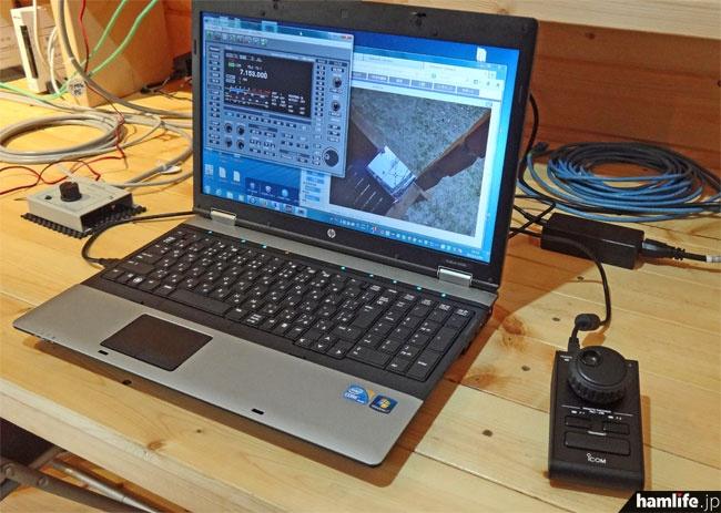 ログハウス内のデスクに設置されていたノートパソコン。RS-BA1と屋外に設置されたWebカメラ(アンテナ確認用)が動作していた