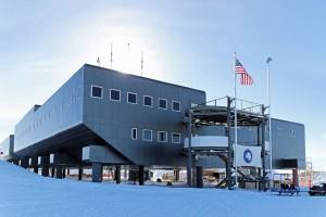 南極点付近にあるアムンゼン・スコット基地