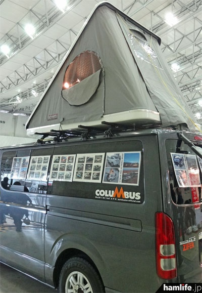 ZIFER社のルーフテントを搭載した車両。簡単な操作で2名の就寝スペースが完成する(ZIFER JAPAN)