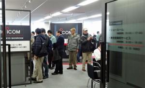 2014年2月に開催された「アイコムアマチュア無線フェスティバル in 東京」で賑わう、同社東京ショールームの模様