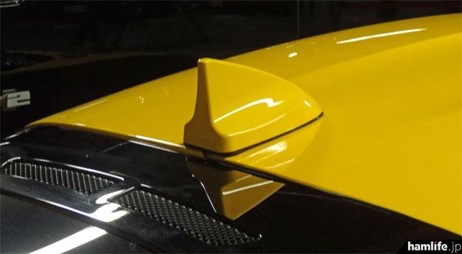 ロータスエボーラには144/430MHz帯のフィン形アンテナ(試作品、特別色)を装着
