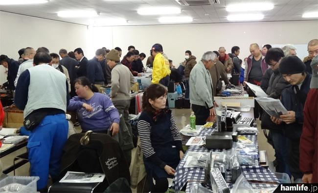 別室で行われたフリーマーケットのコーナーも大盛況