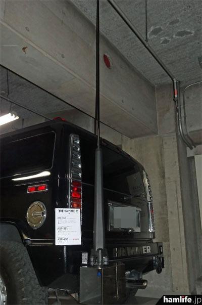 ハマーは輸出用のHFアンテナと、屋根上に2種類のフィン形アンテナを装備