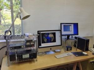多摩美術大学に設置された地上管制局(多摩美術大学 ARTSAT PROJECT1:INVADERのWebサイトより)