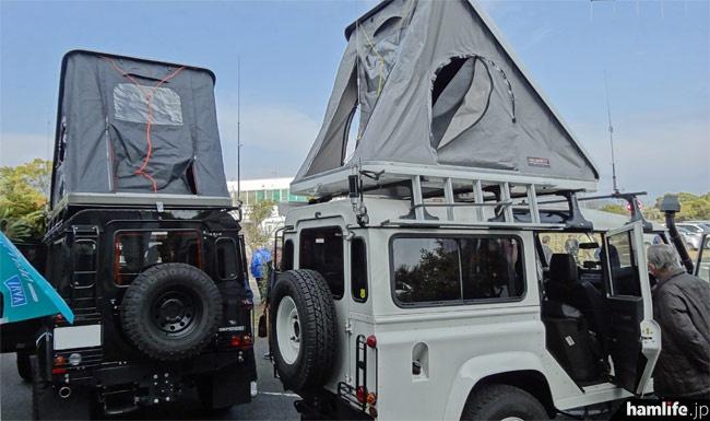 どちらの車両も屋根上にはポップアップ式のカートップテント(COLUMBUS)を装備。大人2名がラクラク就寝できるサイズなので山中の移動運用も快適に。