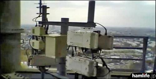 田無タワーに取り付けられている各種アンテナなど「心臓部」を公開するビデオを放映。これはタワーに設置されているD-STARレピータ装置