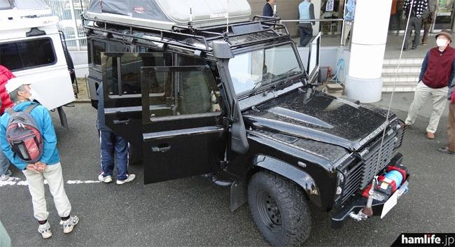「黒」はフロントフェンダーにウインチを装備