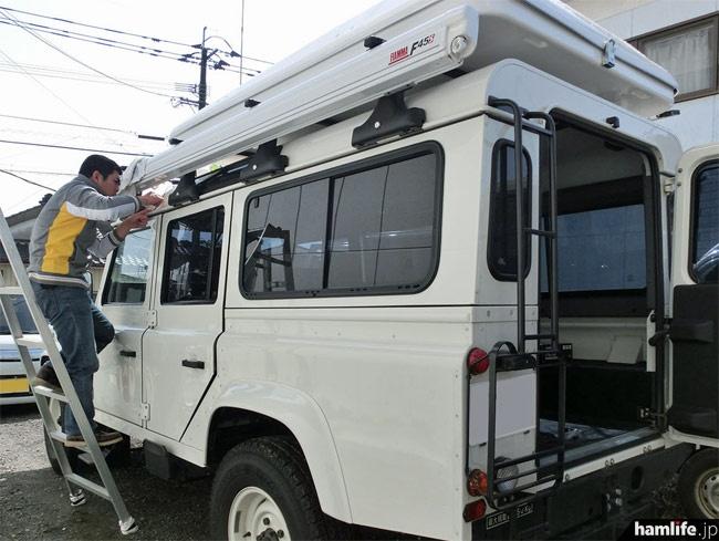 「白」は側面にサイドオーニング(FIAMMA製)も装備