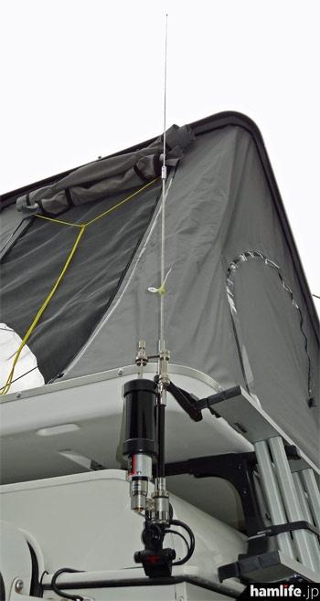 HFは第一電波工業のMD200+MDC730HXでカバー。法令による車両高さ制限に抵触しないよう、エレメント長を短縮した特注品だ