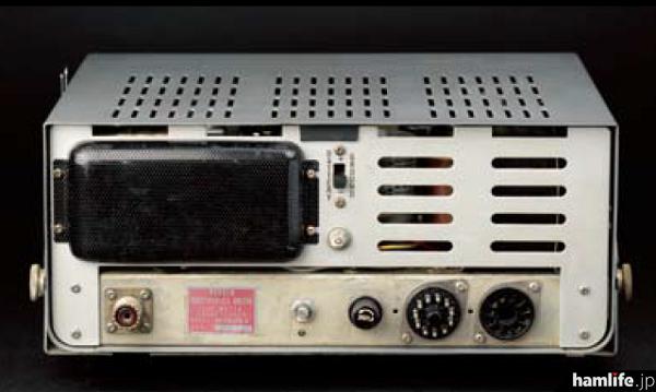 真空管式なため、今となってはサイズは大きい。AC100V、DC12Vの両電源に対応