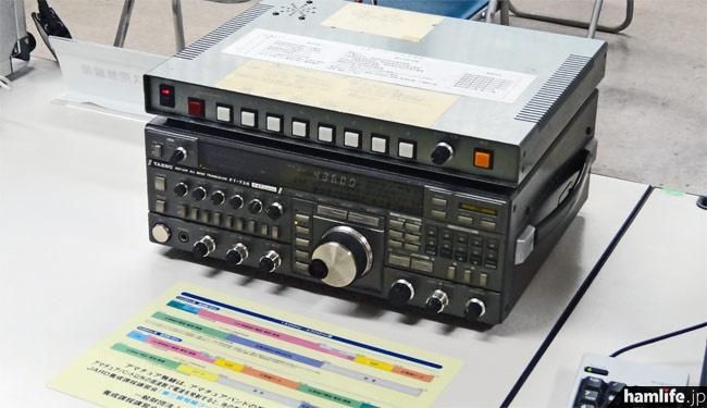 アマチュアガイダンス局の無線機器。八重洲無線のFT-736Mにガイダンス音声の送出装置を付加している