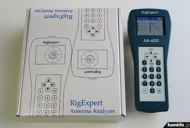 アンテナ測定に使用した、リグエキスパートジャパンのアンテナ・アナライザー「AA600」(希望小売価格:税込69,800円)。同社直販のほか、第一電波工業製品の取り扱いショップ経由でも購入できる