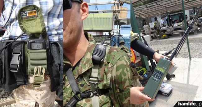写真の一番右側はダミーの軍用無線機。内部に特小ハンディを収納できる構造になっているという