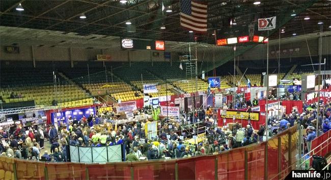 広大な会場のひとつ、Hara Arenaの屋内競技場