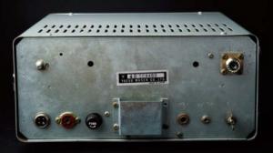 FT-620の背面。DC電源端子はマイクコネクタのような4Pタイプ