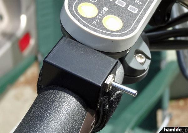 ハンドルの左側にトグル式のPTTスイッチを取り付け