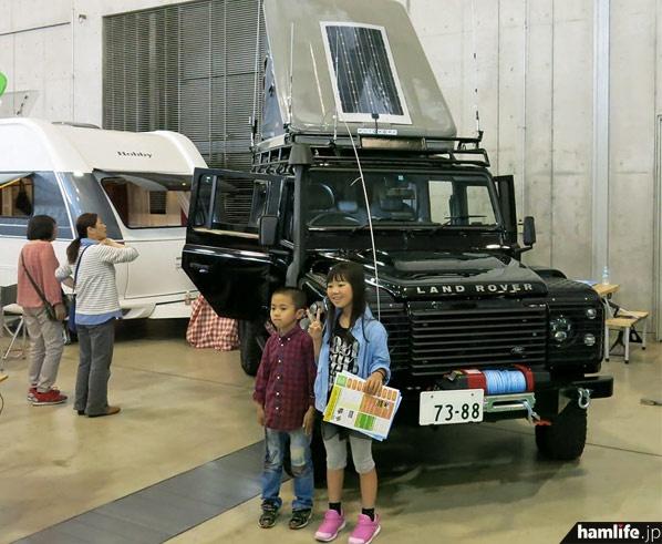 硬派な車両は子供たちの人気も集めていた