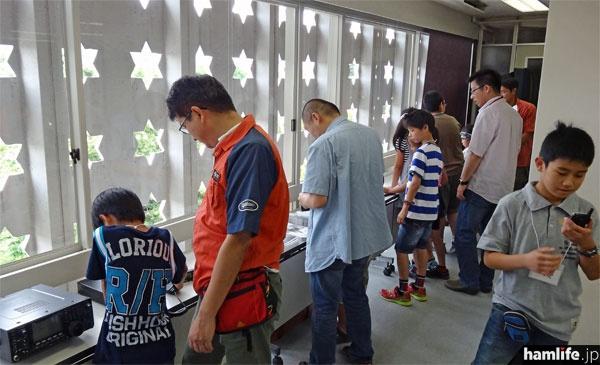 会場にはJAIA会員各社の無線機器も展示。特定小電力トランシーバーなど、参加者が自由に体験できる機種もある