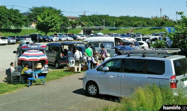 JARL神奈川県支部のフィールドミーティングと日程が重なってしまったが、多くの無線家が参加した
