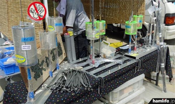 大きなコイルが印象的な、3.5MHz帯や7MHz帯などのモービルホイップを販売